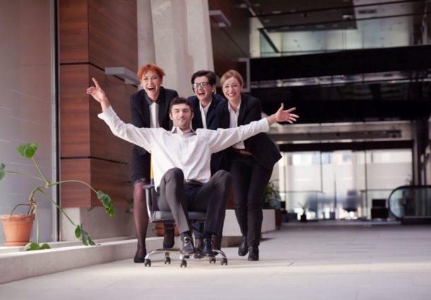 zaangazowanie pracownikow w prace jest krytycznie wazne dla firm.jpg